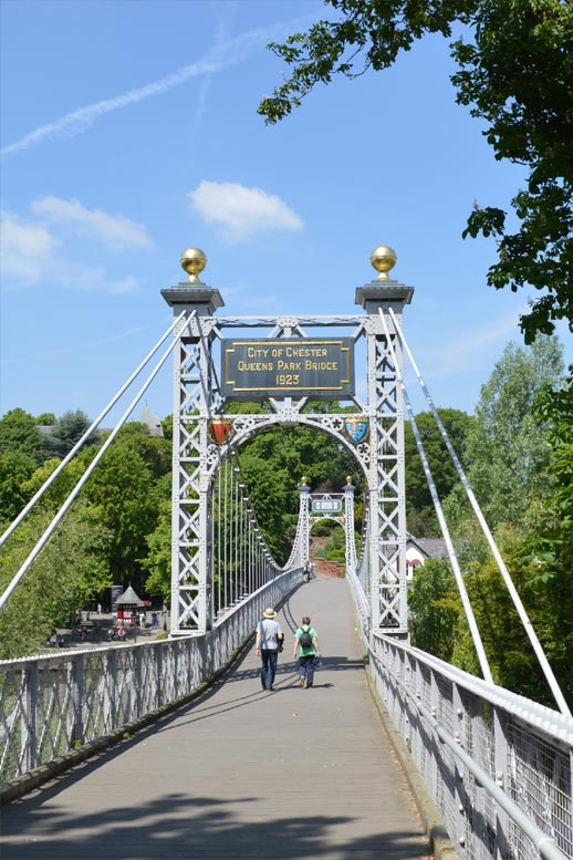 Queens Park footbridge